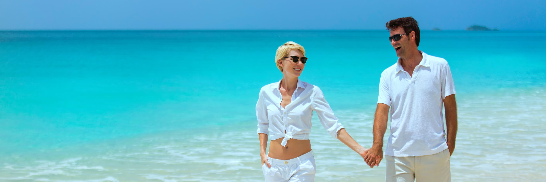 Models Walk Along A Caribbean Beach - Hotel & Lifestyle Photography